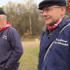 tv opnames van de Moorbloazers tijdens de Kuiertocht in Zuidwolde, 2013